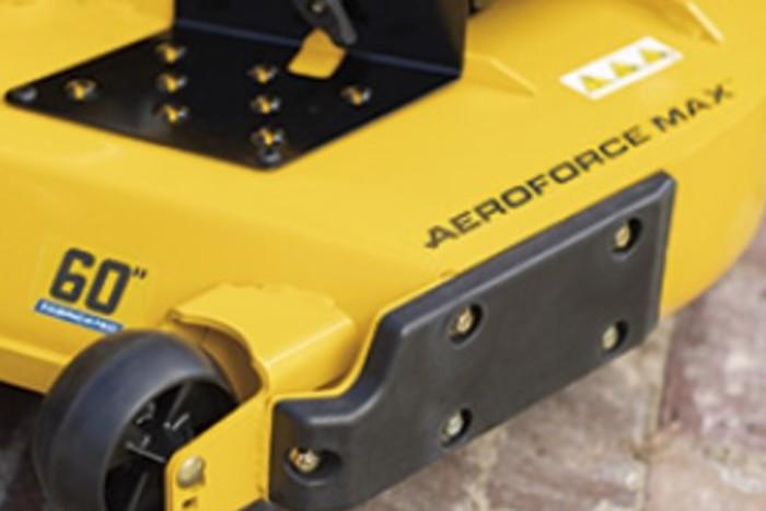 Le châssis en acier tubulaire ainsi que le plateau de coupe AeroForce Max ™ sont soudés et renforcés